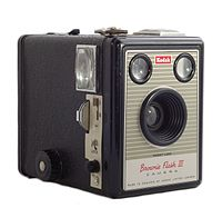 200px-kodak_brownie_flash_iii